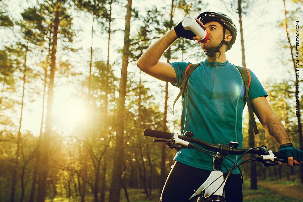 Sportdrank op de fiets: wat moet je drinken?